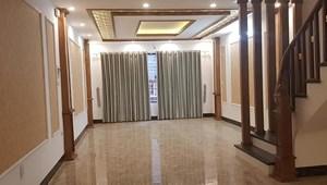 Bán gấp nhà Nguyễn Hoàng Tôn, 30m2, 6 tầng, tặng nội thất, 3 tỷ