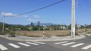 Cần bán 300 m2 đất đô thị, sổ đỏ, gần Tp. Nha Trang, giá chỉ 3,5tr/m2